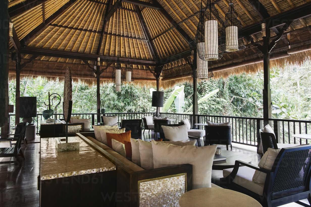 Indonesia, Bali, hotel lobby - JUBF00211 - Visualspectrum/Westend61