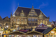 Germany, Bremen, view to town hall with Christmas market stands in the foreground - PVC01060
