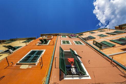 Italy, Cinque Terre, Riomaggiore, facades of multi-family houses - PUF00614