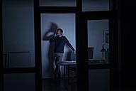 Man working late in office - KNSF01188
