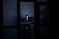 Man working late in office - KNSF01191