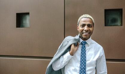 Black businessman with blond hair, portrait - DAPF00667