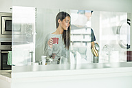 Young couple in modern kitchen - SIPF01539