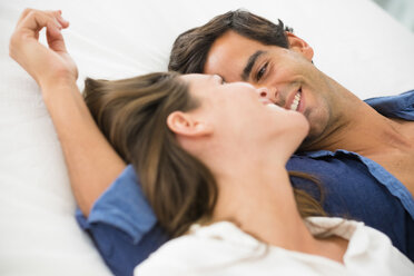 Smiling young couple in love lying down - SIPF01581