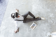 Architect using Virtual Reality Glasses at construction site - REAF00259