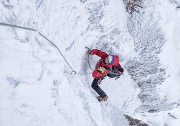 Scotland, Anoach Mor, Man ice climbing in winter - ALRF00896