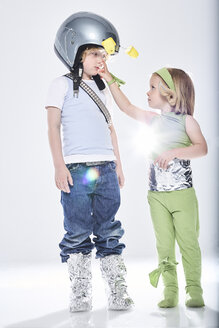 Girl dressed up as alien getting in contact with boy dressed up as spaceman - FSF00821