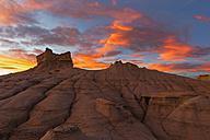 USA, New Mexico, San Juan Basin, Valley of Dreams, Badlands, Ah-shi-sle-pah Wash, sandstone rock formation, hoodoos at dusk - FOF09173