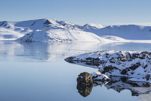 Iceland, Reykjanes Peninsula, Kleifarvatn in winter - MELF00173