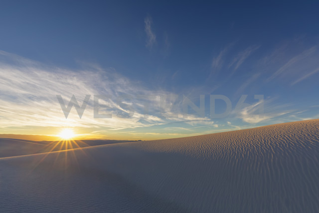 USA, New Mexico, Chihuahua Desert, White Sands National Monument, landscape at sunrise - FOF09198 - Fotofeeling/Westend61