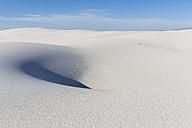 USA, New Mexico, Chihuahua Desert, White Sands National Monument, desert dune - FOF09201