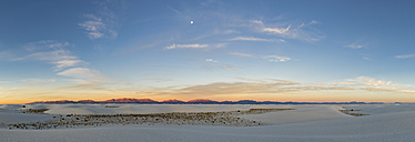 USA, New Mexico, Chihuahua Desert, White Sands National Monument, panoramic view - FOF09218