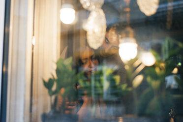 Couple in love behind window pane - MOMF00100