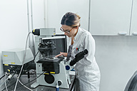 Laboratory technician working in modern lab - ZEDF00586