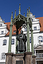 Germany, Lutherstadt Wittenberg, view to statue of Martin Luther with town hall in the background - KLR00520