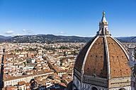 Italy, Tuscany, Florence, dome of Basilica di Santa Maria del Fiore and cityscape - LOMF00539