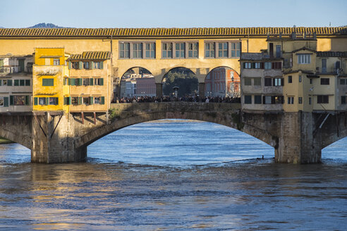 Italy, Florence, Ponte Vecchio - LOMF00554