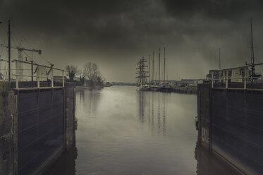 Netherlands, Friesland, Lemmer, open sluice gate - FRF00505
