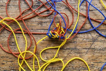 Tangled strings - TCF05373