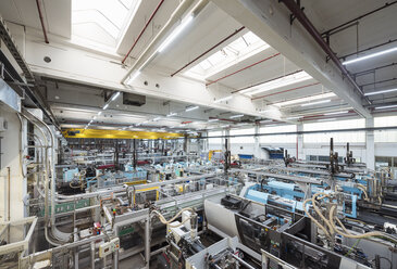 Machines on factory shop floor - DIGF01803