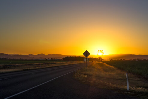 Australia, Queensland, landscape near Mackay, road at sunset - PUF00635