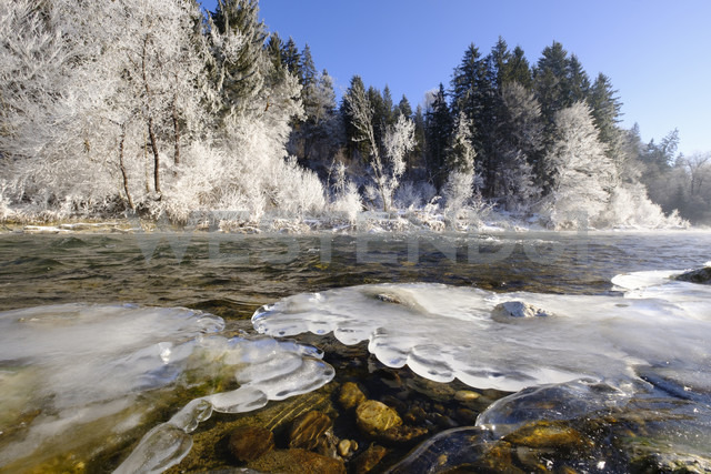 Germany, Bavaria, Geretsried, Isar, frozen riverbank - SIEF07405