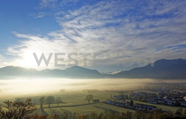 Germany, Bavaria, sunrise above Loisach Valley near Grossweil - LHF00529