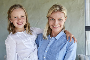 Portrait of smiling little girl with her mother - SRYF00326