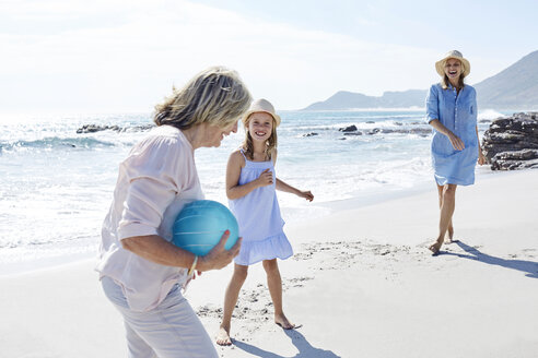 Family playing ball at the sea - SRYF00410