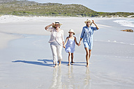 Mother, daughter and grandmother walking by the sea - SRYF00413