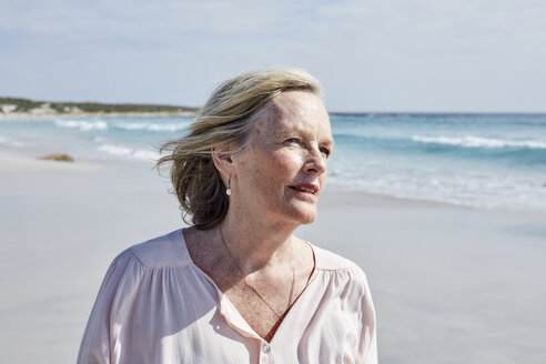 Portrait of a senior woman by the sea - SRYF00419