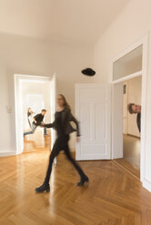 Couple moving into new home - FCF01190