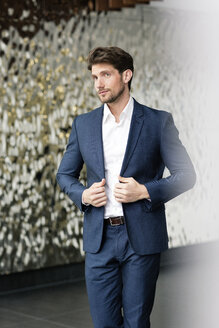 Portrait of successful businessman in a foyer - PESF00543