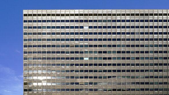 UK, England, London, facade of modern office building - HOHF01413