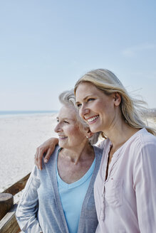 Smiling senior woman with adult daughter on the beach - RORF00757