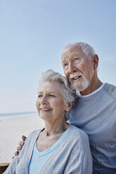 Smiling senior couple on the beach - RORF00760