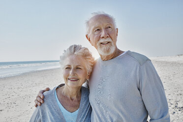 Smiling senior couple on the beach - RORF00778