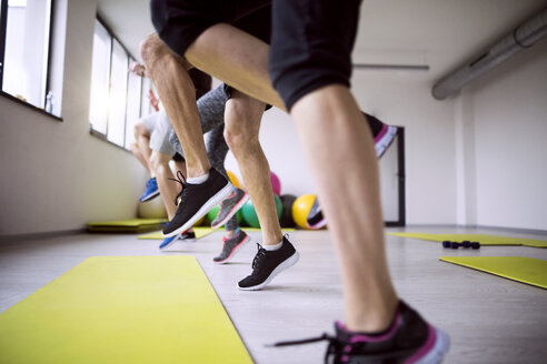 Group of athletes exercising in gym - HAPF01606