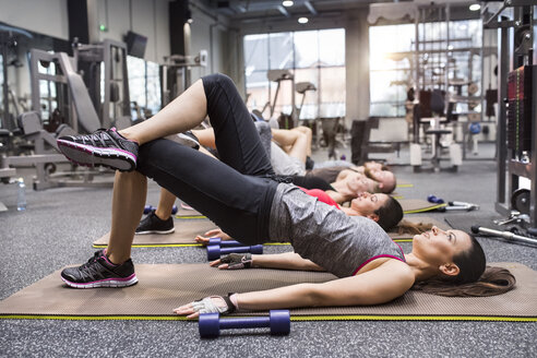 Group of athletes exercising in gym - HAPF01621