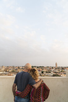 Morocco, Marrakesh, couple looking at the city - KKAF00797