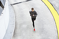 Young man running in the city - DIGF02408