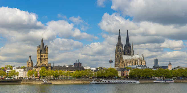 Germany, Cologne, Gross Sankt Martin and Cologne Cathedral at River Rhine - WGF01077