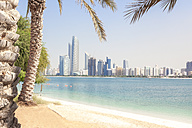 UAE, Abu Dhabi, palm, beach and skyline - MMAF00073