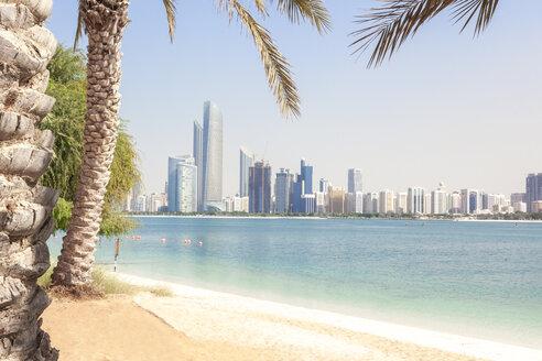 UAE, Abu Dhabi, palm, beach and skyline - MMAF00073