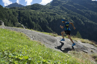 Italy, Alagna, trail runner on the move near Monte Rosa mountain massif - ZOCF00258