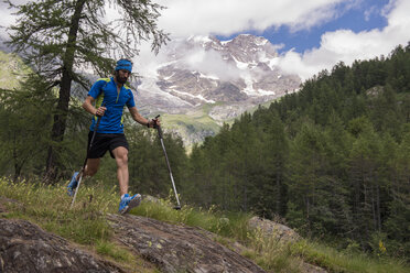 Italy, Alagna, trail runner on the move near Monte Rosa mountain massif - ZOCF00264