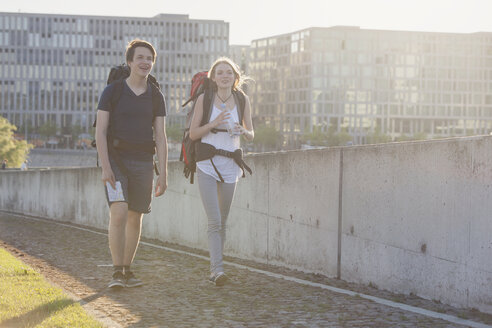 Germany, Berlin, Young couple traveling Berlin with backpacks - MVCF00175