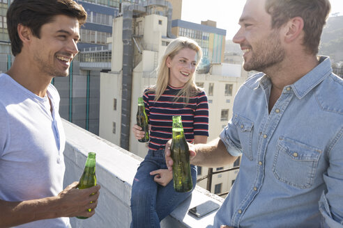 Friends having a drink on a rooftop terrace - WESTF23103