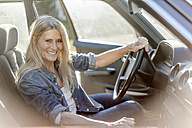 Happy woman driving car - JOSF00774