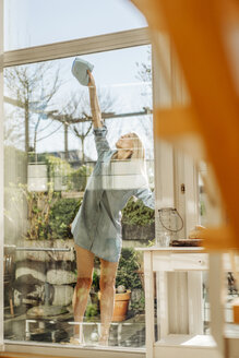 Woman cleaning the window - JOSF00852